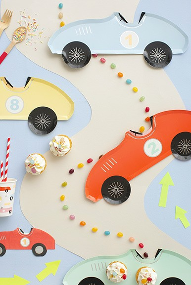 All the decoration you need for a Race Car party! Balloons, garlands, plates, cups... you will find all here ! Discover our collection.